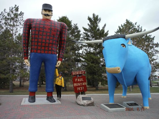 Paul Bunyan State Trail: Visitor Centre - Paul Bunyan and Babe