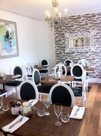Falmouth Bay Seafood Café: Falmouth Bay Seafood Restaurant main dining room!!