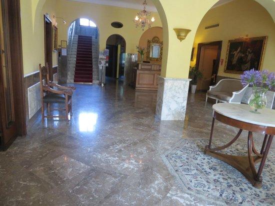 Majestic Palace Hotel: Entrance hall