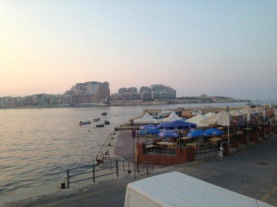 Cockney's Restaurant: View of Tigne Point from Cockney's in Valletta