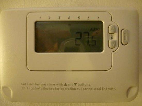 Premier Inn Runcorn Hotel: 27.5 degrees at around midnight on day 1