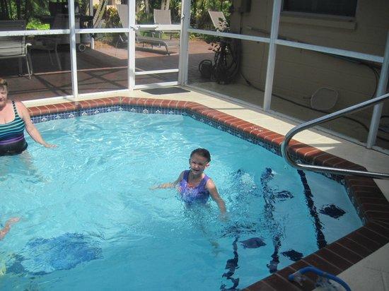 Venice Beach Villas : kids in the pool at the villa