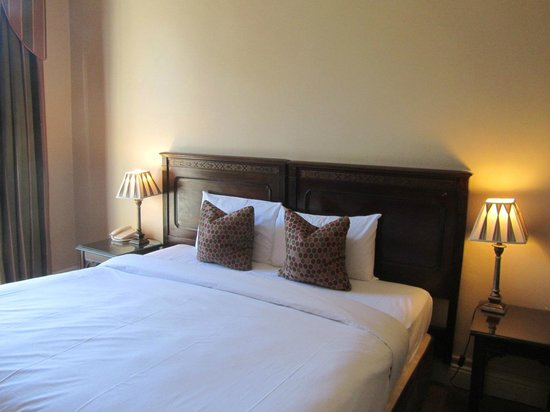 Ariel House: bedroom