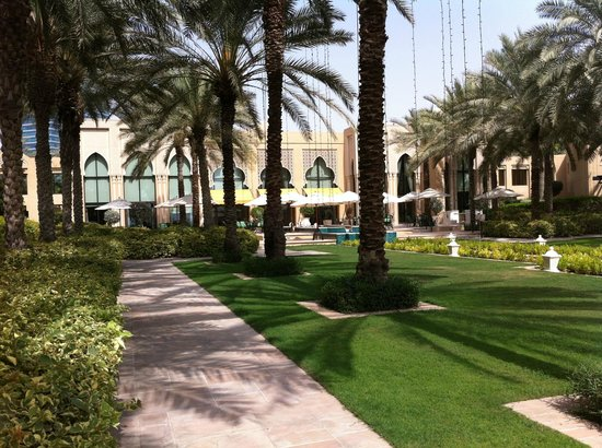 Residence & Spa at One&Only Royal Mirage Dubai: View to the main building at the back