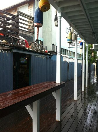 Lobsterville Grill: Cute walkway