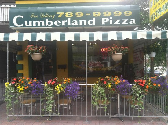 Cumberland Pizza : little family place