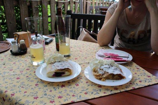 Gasthaus Restaurant Buzihütte: Strudel