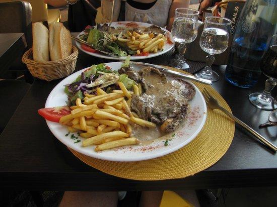 Le Grillon: Get the steak!