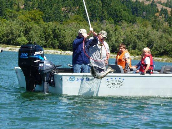 Jot's Resort : caatching salmon