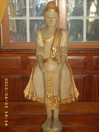 Tamnak Thai Restaurant : Statute