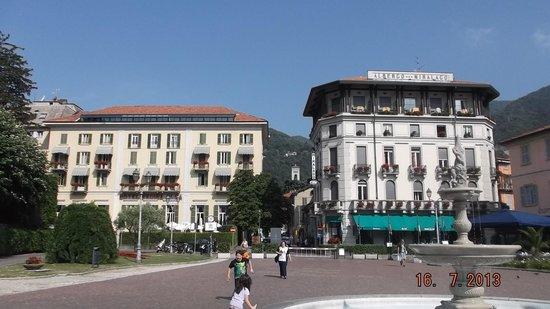 Regina Olga Hotel: Hotel is on left