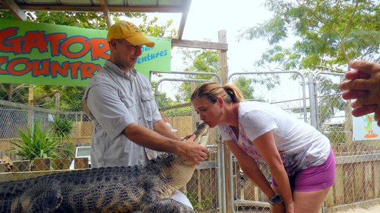 Gator Country Alligator Park : Dee kissing Bubba -- or the other way around?