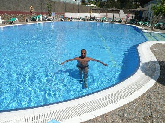 Beverly Park Hotel: yo en la piscina