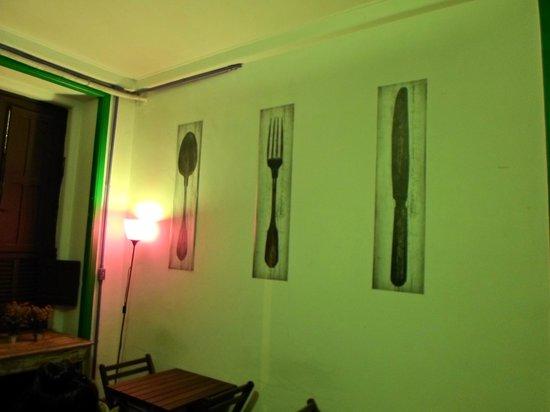 Rio Aplauso Hostel: Pared del salón comedor