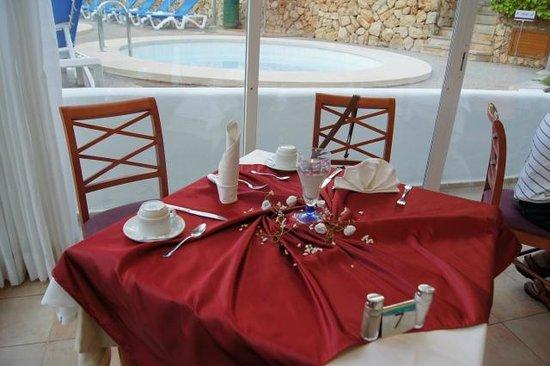 Inturotel Cala Esmeralda: Mein Geburtstagstisch....toller Service auf Wunsch.