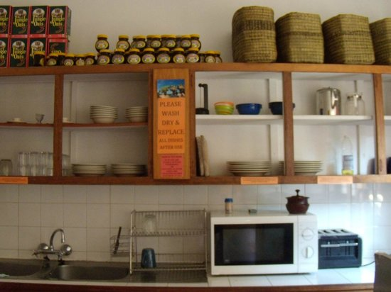 Gibela Backpackers Lodge : Guests kitchen
