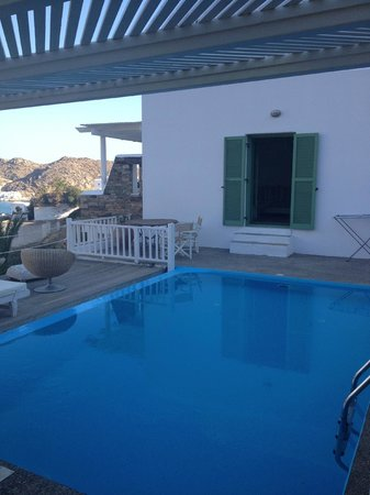 Levantes - Ios Boutique Hotel : Our room with private pool