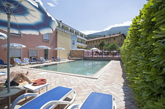 Hotel Garni Villa Magnolia: Schwimmbad - piscina - Swimming pool