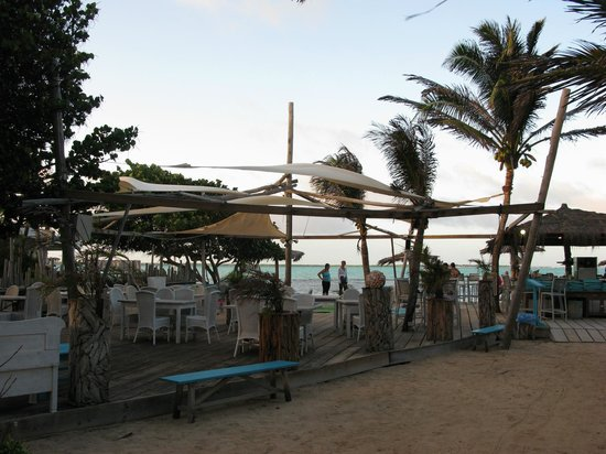 Sorobon Beach, Wellness & Windsurf Resort: Bar eating area
