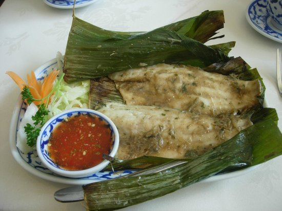 Bangkok Brasserie: Sea bass with banana leaf removed