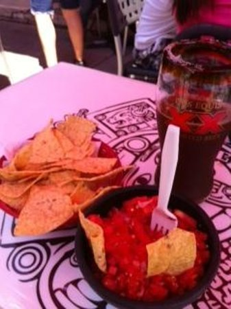 El Trompo Taco Bar & Cactus Grill: Chips and Salsa