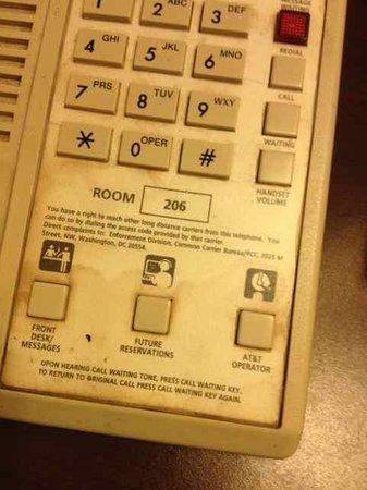 Days Inn Jonesville: Utterly filthy phone; would never, ever use