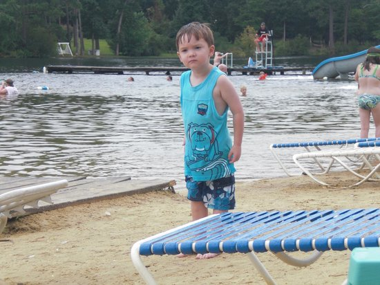 Lake Tiak-O'Khata Resort: Beach fun for everyone.