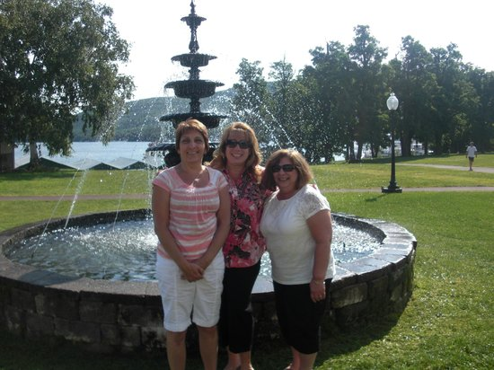 Fort William Henry Hotel and Conference Center: Girls having fun at Fort Henry William Grand Hotel