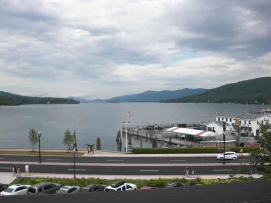 Fort William Henry Hotel and Conference Center: View of Lake George from the Hotel grounds