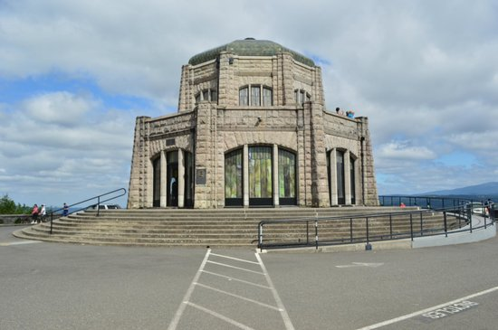 Historic Columbia River Highway State Trail: The Vista House
