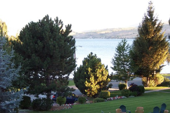 Lakeside Lodge and Suites: Lake Chelan from our deck