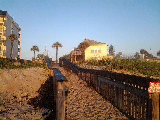 Sun Deck Motel: sun deck from the beach....