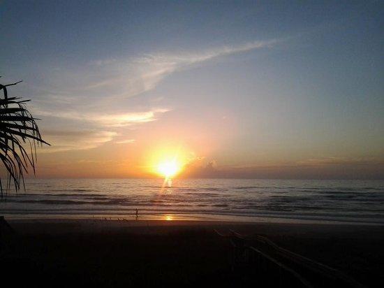 Sun Deck Motel: sunrise 6:30am
