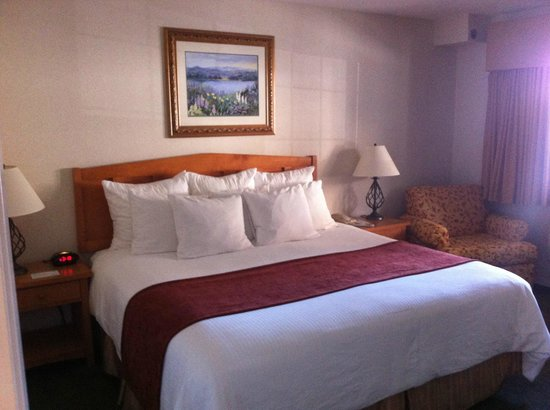 Lakeside Lodge and Suites: Comfy bed