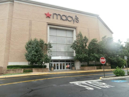 Palisades Center : One of the biggest shops in the mall