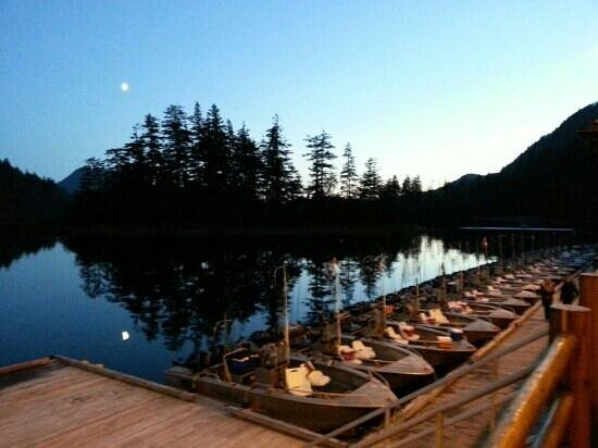 The Lodge at Hippa Island (Westcoast Resorts): Calm evening at the dock.