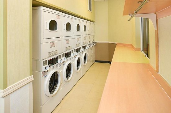 Residence Inn Anaheim Resort Area/Garden Grove: guest coin operated laundry room