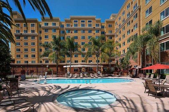 Residence Inn Anaheim Resort Area/Garden Grove: Pool area