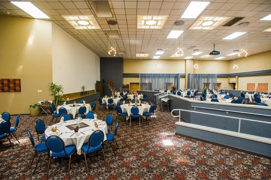 Holiday Inn Portland South: Indoor Terrace and meeting space