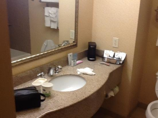 Hampton Inn Pittsburgh Area-Beaver Valley-Ctr Township: room 416