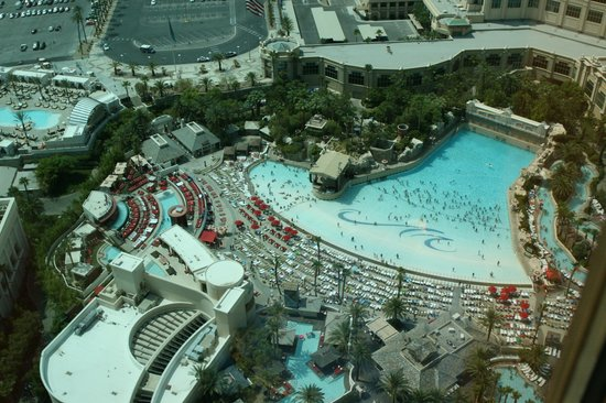 Four Seasons Hotel Las Vegas: View of wave pool from room