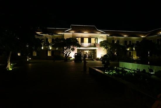 Hoi An Historic Hotel: HôiAn Historic Hotel - entrance by night
