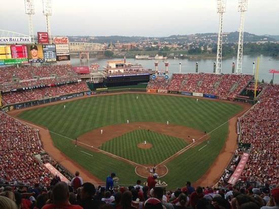 Hilton Cincinnati Netherland Plaza: The Hilton is an easy 10 minute walk to Great American Ball Park
