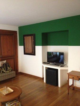 Mama Ruisa: TV, frigobar e sofá no quarto Amazonas