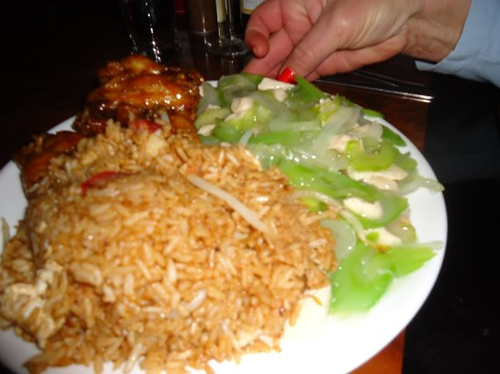 Pagoda Inn: chicken chow mein