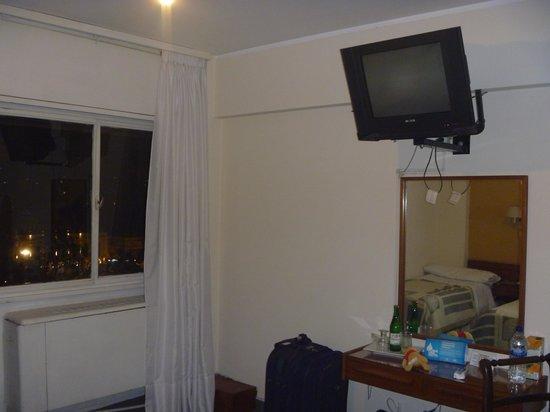 Hotel Sussex Cordoba: Vista TV
