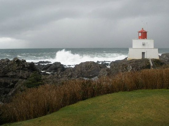 Puffin B and B : Amphitrite Lighthouse