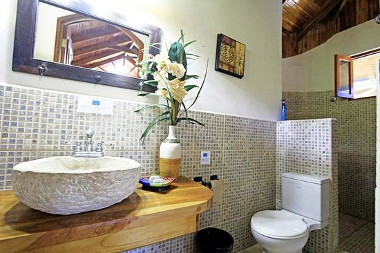Blue Surf Sanctuary: Our spacious bathrooms
