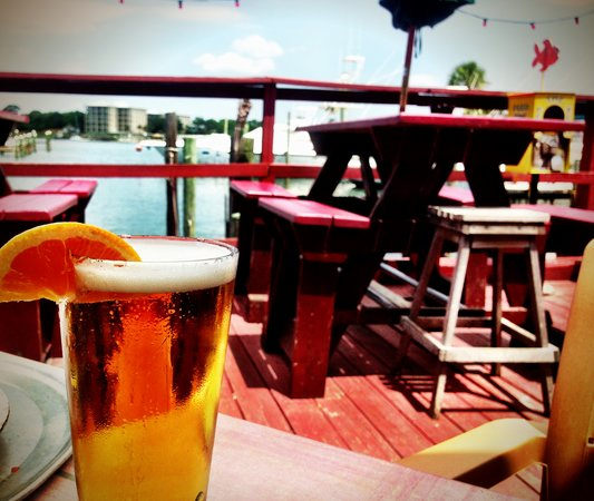 Helen Back Cafe: yummy beer while watching the boats pull in!