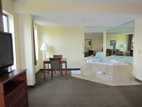 Hampton Inn & Suites Bemidji : Jacuzzi Tub